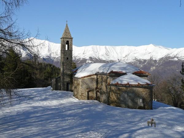 chapelle sur la route du Ceppo randonnée raqquettes