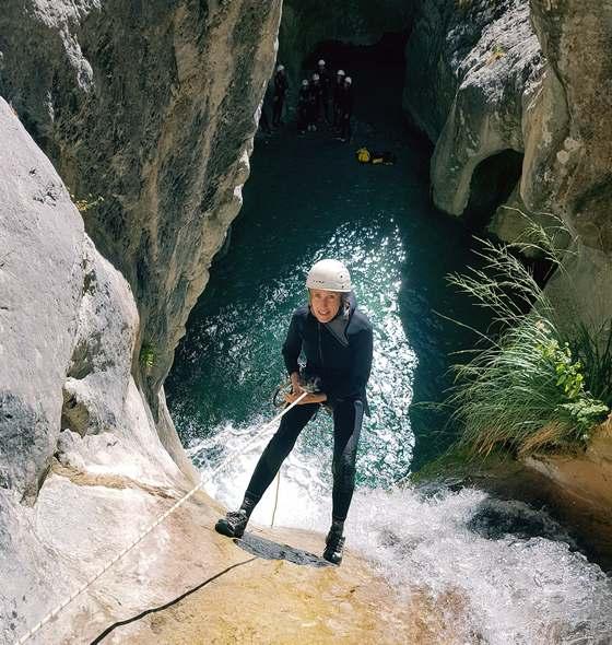 Descente en rappel dans un canyon du 06